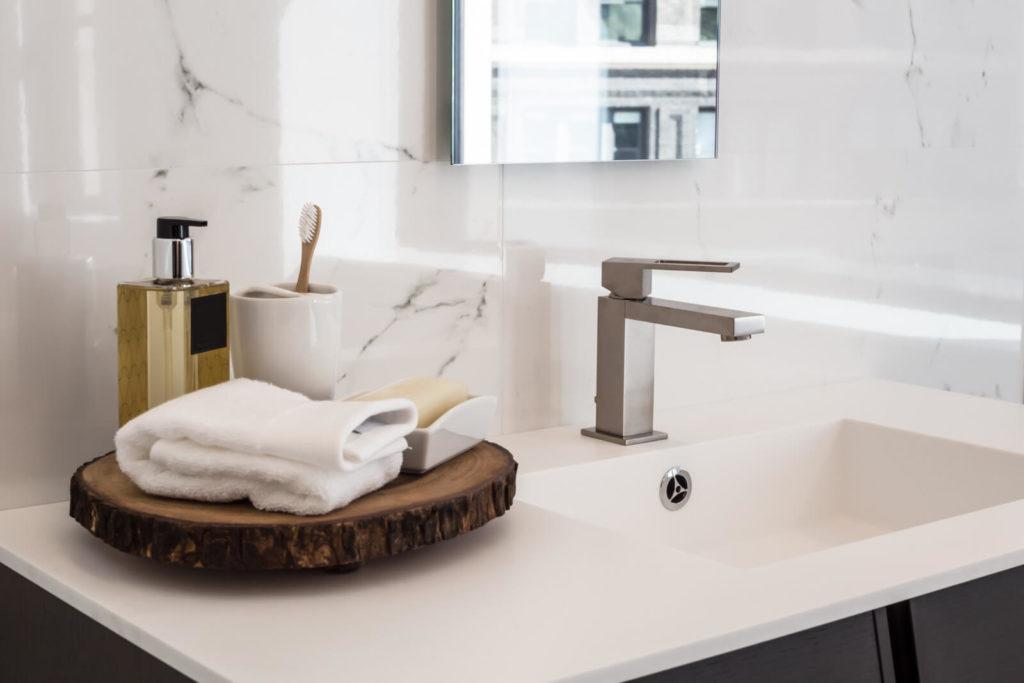 Durchlauferhitzer 230V für das Bad Handwaschbecken