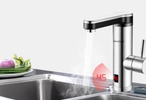 Elektrischer Wasserhahn mit Durchlauferhitzer